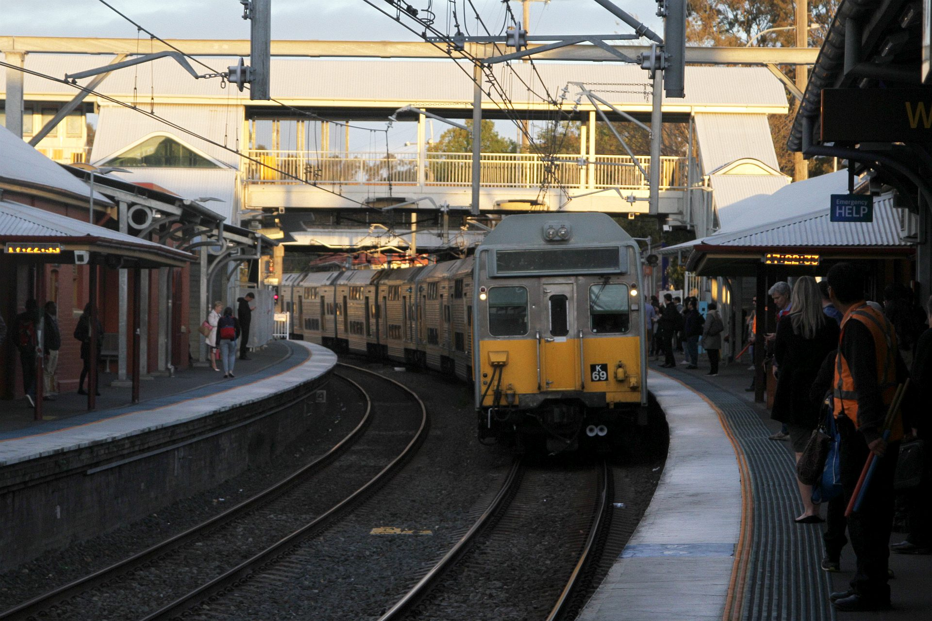 K69 arrives into Lidcombe station with ...