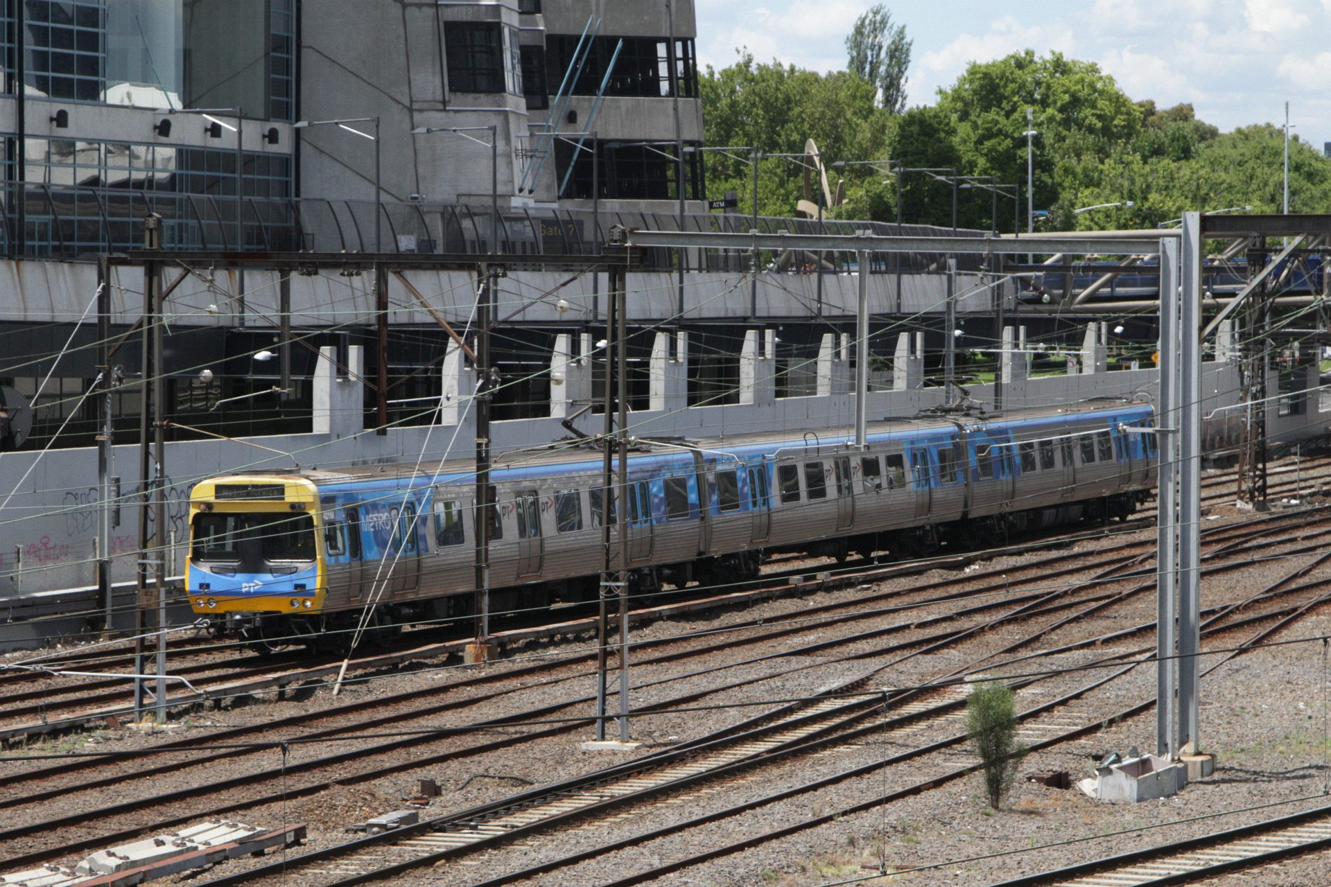 3 Car Edi Comeng 421m Passes Richmond Junction On An Up Empty Cars