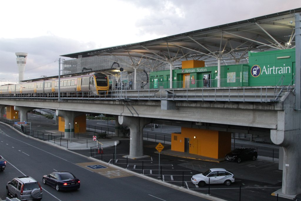 how to get from brisbane domestic to international