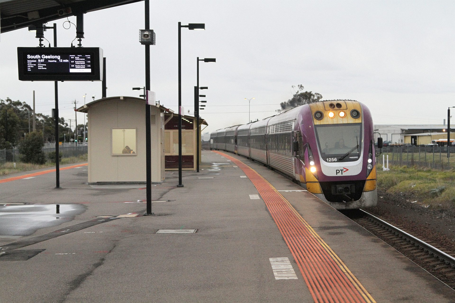Vlocity Vl56 Leads A Classmate Express Through Deer Park Station On The Down Wongm S Rail Gallery