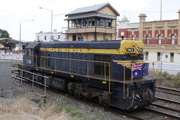 T413 running around the train at Ballarat