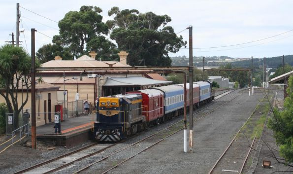 T413 and T356 have arrived at Colac on the 707 Operations special
