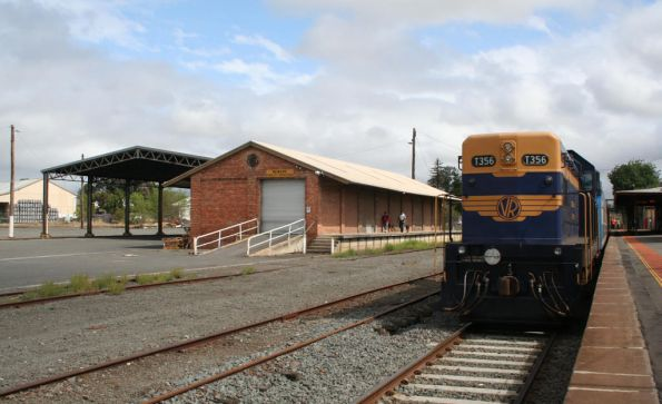 T356 and disused freight facilities at Colac