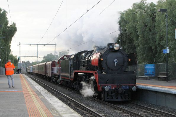 R707 leads Y127 at Seddon, headed from Southern Cross to Newport Workshops