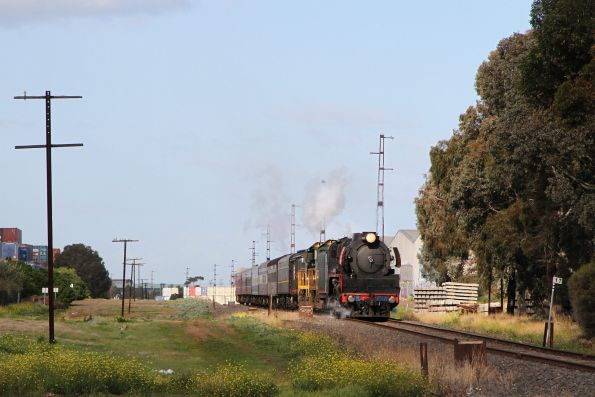 R707 leads H5 and H3 on the goods lines at Sunshine, bound for Seymour