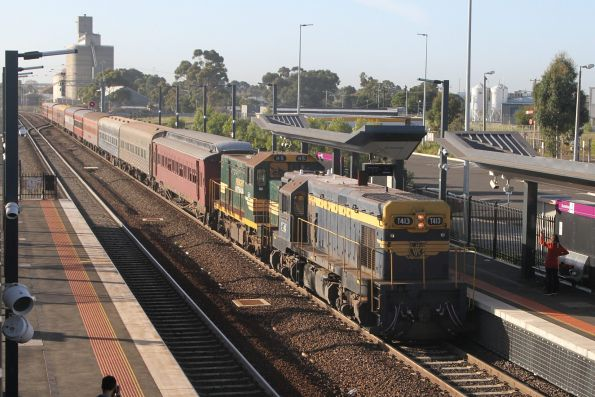 T413 leads H5 into Sunshine on a down 707 Operations tour to Deniliquin