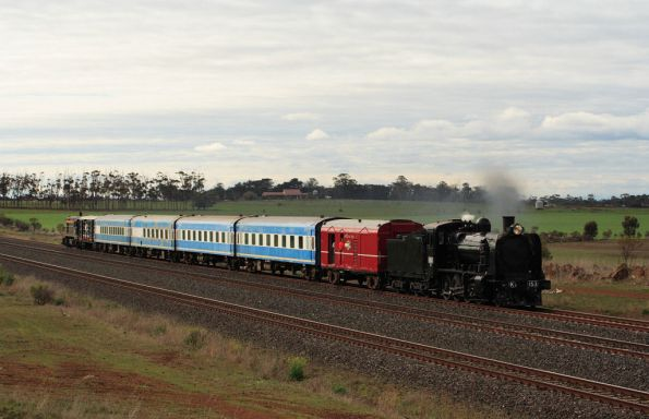K153 leads T413 on the down outside Lara