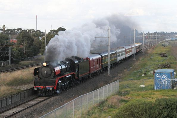 R707 leads the down train through Paisley bound for Geelong