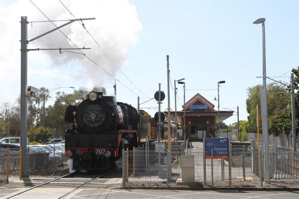 R707 and T392 leads the down leg of the tour to Geelong via Westona