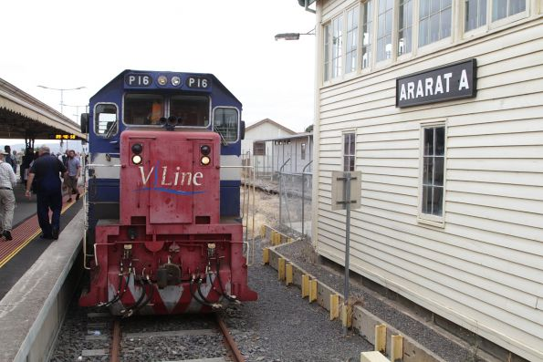 P16 on arrival at Ararat station