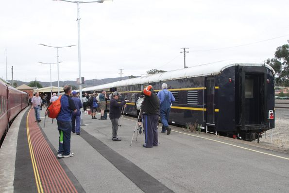 Broad and standard gauge trains side by side at Ararat