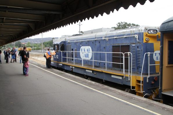 TL152 ready to lead the standard gauge train west from Ararat