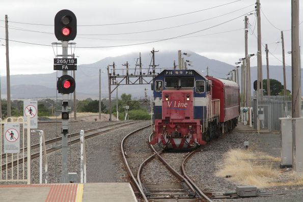 P16 and T413 shunt back into the stabling siding at Ararat