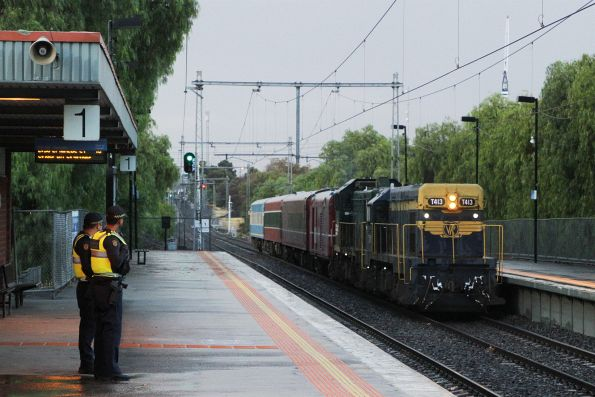 T413 leads H5 on the homeward bound leg of the tour at Seddon