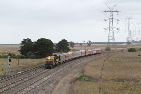 T413 leads H5 towards the dual gauge line at Gheringhap