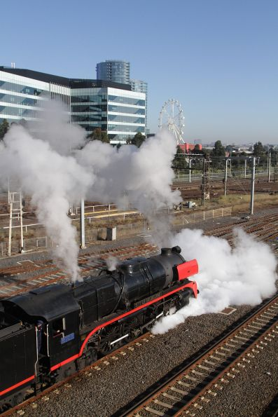 R707 running around the consist at Southern Cross