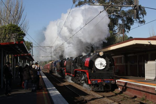 R707 leads R761 and R711 through Newmarket on the down trip