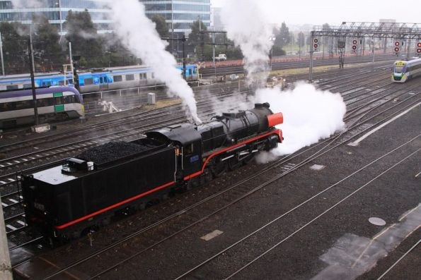 R707 steams up the area while changing direction beneath the La Trobe Street bridge
