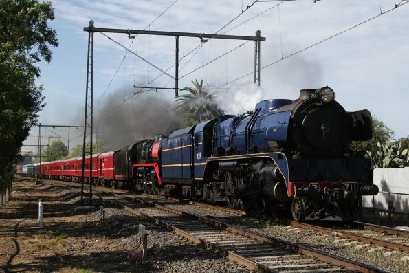 R711 leads R707 out of Moonee Ponds bound for Seymour
