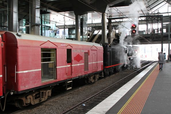 R707 trailing the train at Southern Cross platform 13