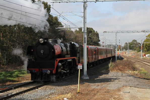 R707 trailing the train out of Berwick, headed for the crossover