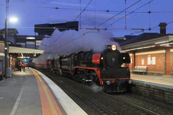 R707 leads the train through Footscray on the up