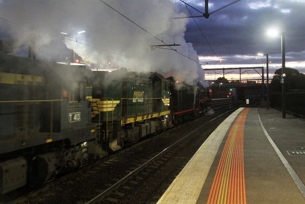 H5 and T413 trailing R707 at Footscray on the up