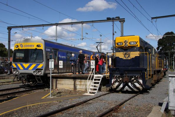 T413 on arrival at Glen Waverley, an up spark departs