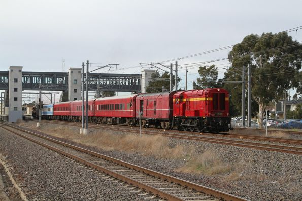 F208 leads the down train through Laverton bound for Aircraft