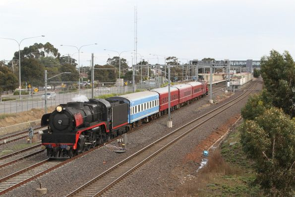 R707 leads the train back towards the city at Laverton
