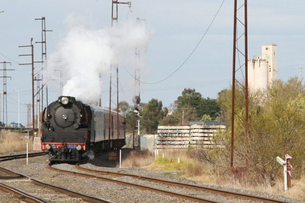 R707 leading the train along the goods lines past the UGL Rail facility at Spotswood