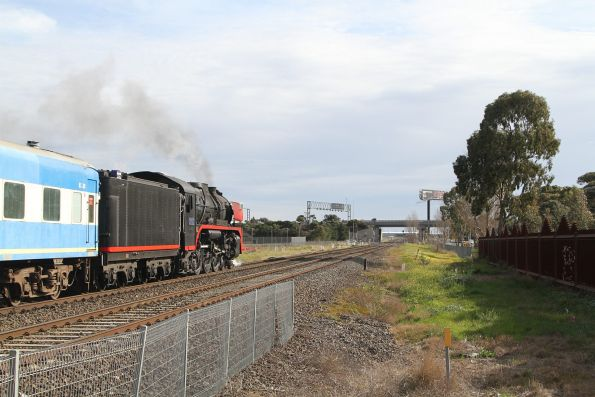 R707 leads the train through Ardeer bound for Caroline Springs