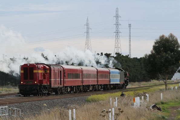 F208 trailing the train at Deer Park Junction