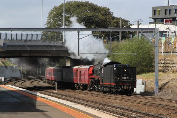 R707 leads the empty car move tender first through Footscray
