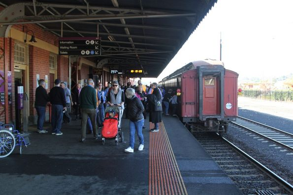 Tail end of the train on arrival at Warragul