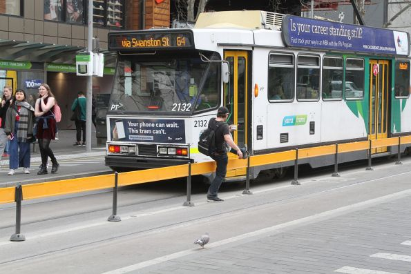 Pedestrian jumps the centre fence at the State Library tram stop