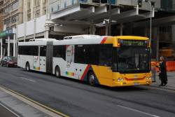 Articulated #954 picks up passengers outside Adelaide Railway Station