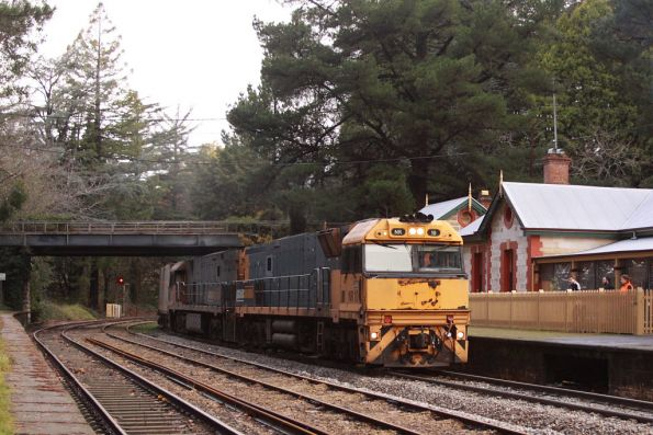 NR10 leads NR6 on a westbound freight at Mt Lofty