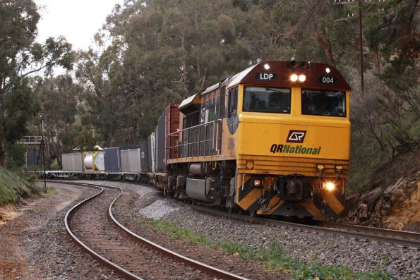 LDP004 leads the QRN MA6 service into Mt Lofty