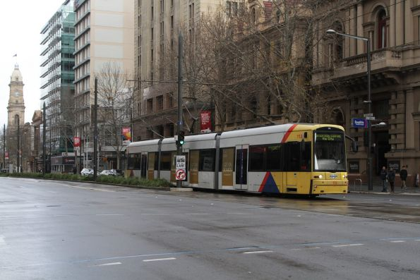 Flexity tram #113 northbound at Currie and King William Street