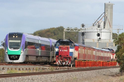 VL25 on the up at Lara, passing stabled push-pull sets in the siding