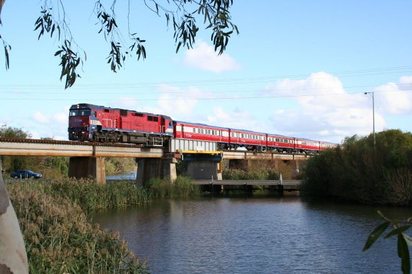 N455 leads an up push pull over the Barwon River