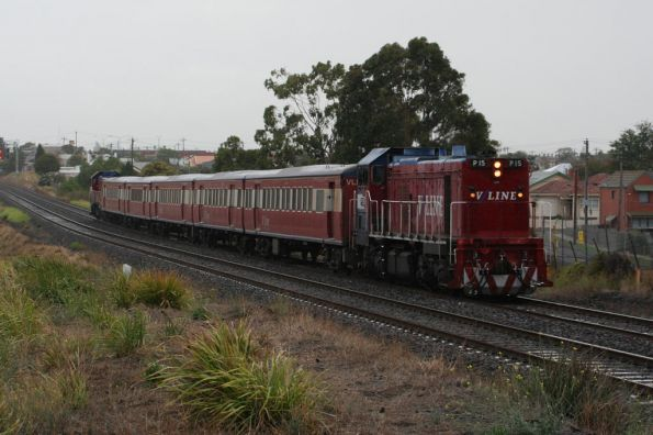 P15 leads P14 under grey skies into North Geelong