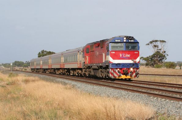 N465 leads an up Warrnambool train out of Lara