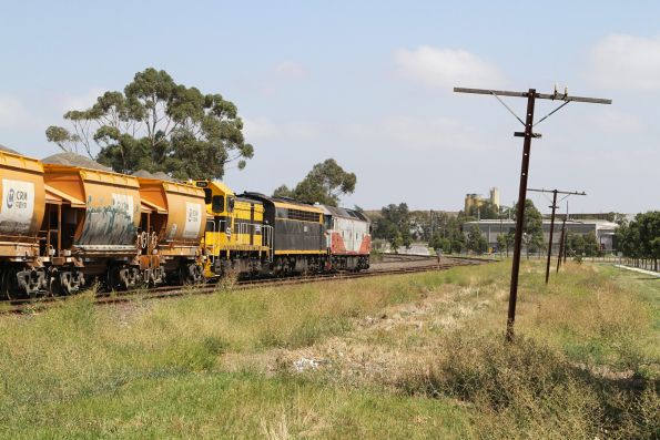 T386 and S303 assist a failed G532 on the up Apex train at Albion