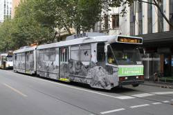 B2.2009 heads north on route 1 at Swanston and Little Collins Street