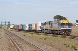 EL60 leads VL357 on AM6 at Corio