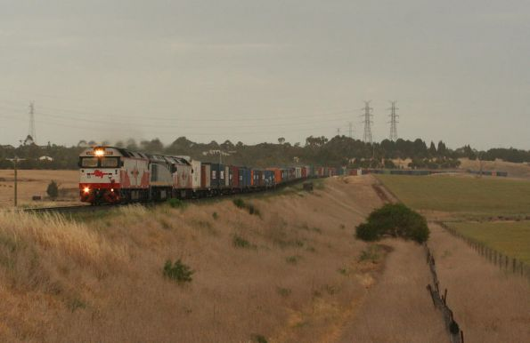 The rain finally comes as G513, EL51 and G521 westbound at Moorabool