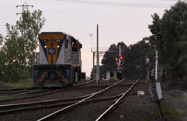 VL356 heads light engine to the Agents Sidings at North Dynon