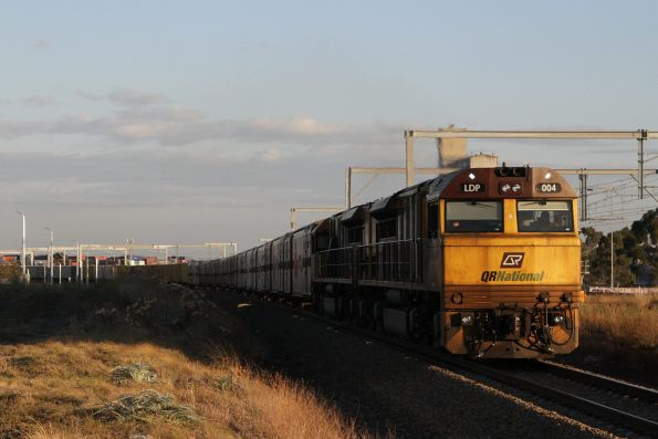 LDP007 leads MB7 through Sunshine on the down, with SCT loading on the front